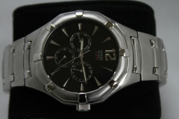 Guess Steel 10ATM Mens Watch – Stainless Steel – Awesome!